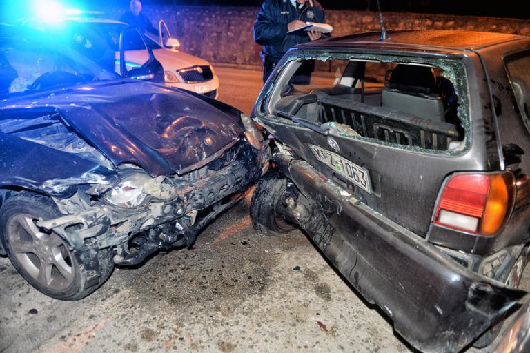 Κόρινθος: Μεθυσμένος οδηγός τράκαρε όχι με ένα αλλά με… έξι αυτοκίνητα! | Newsit.gr