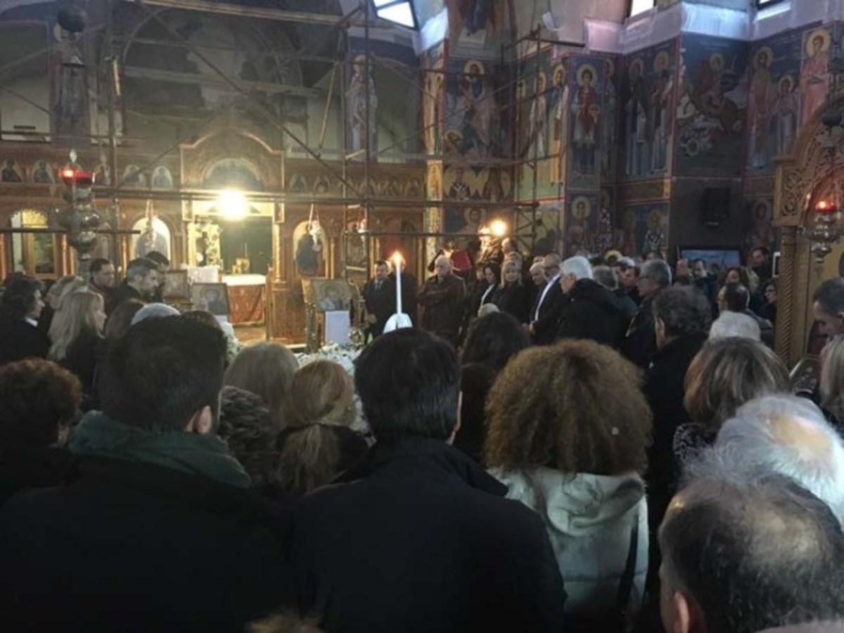 Θρήνος στην κηδεία του ιστορικού στελέχους του ΠΑΣΟΚ, Κώστα Κούτρα | Newsit.gr