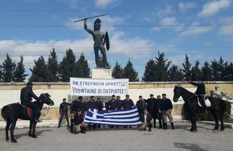 Στο άγαλμα του Λεωνίδα οι αλογατάρηδες της Κρήτης – Πάνε Θεσσαλονίκη για το συλλαλητήριο [pics]