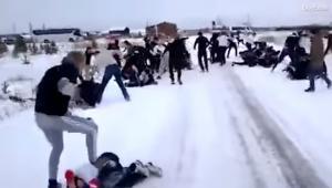 Απίστευτο ξύλο μεταξύ χούλιγκαν στη Ρωσία! «Βάφτηκαν» κόκκινα τα χιόνια [vid]