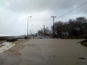 Πλημμύρισαν καλλιέργειες στα Τέμπη – Η θάλασσα βγήκε στη στεριά στη Λάρισα! [vid]