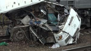 """Λεωφορείο """"βούτηξε"""" σε χαράδρα 100 μέτρων! Τουλάχιστον 25 νεκροί ο τραγικός απολογισμός"""