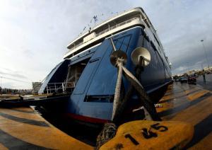 Καιρός: Οι θυελλώδεις άνεμοι προκαλούν προβλήματα στα λιμάνια