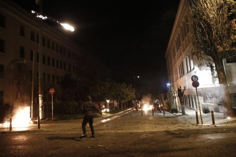 Επιθέσεις με μολότοφ στην περιοχή του Πολυτεχνείου – Συνελήφθη 17χρονος   Newsit.gr