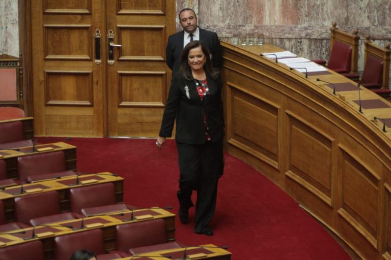 Καταγγελίες της Μπακογιάννη για καθυστερήσεις στην πάταξη του λαθρεμπορίου καυσίμων | Newsit.gr