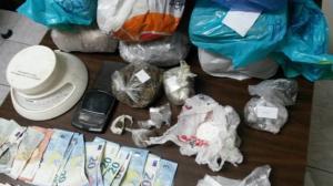 Σύλληψη 43χρονου στην Κυψέλη για κατοχή και διακίνηση ναρκωτικών [pics]