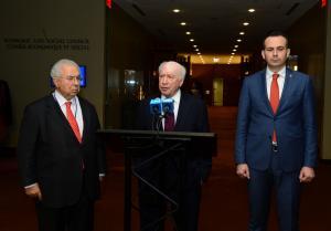 Σκοπιανά παιχνίδια για το όνομα της ΠΓΔΜ! Η κυβέρνηση «αδειάζει» τον διαπραγματευτή της!