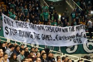 """Παναθηναϊκός: """"Επίθεση"""" οπαδών στην Euroleague με πανό για """"μαφία"""" [pic]"""