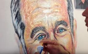 Καλλιτέχνης ζωγραφίζει πορτρέτα με… οδοντόκρεμες!