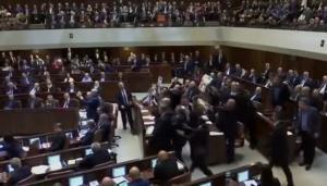 «Χαμός» στην ομιλία Πενς στο Ισραηλινό κοινοβούλιο – Βουλευτές σήκωσαν πλακάτ για την Παλαιστίνη