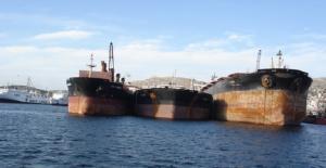 Προς ανέλκυση ναυάγια 32 χρόνων στο Πέραμα- Είχαν βυθιστεί το ένα πάνω στο άλλο!