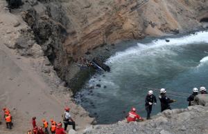 Περού: Στους 51 οι νεκροί από την «στροφή του διαβόλου»