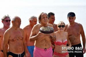 Ναύπλιο: Χειμερινός κολυμβητής ετών… 86! [pics, vid]