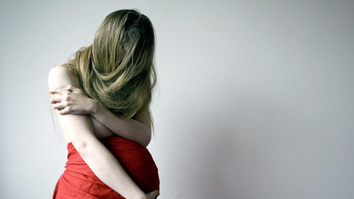 Με απειλές έβαλε στο αυτοκίνητο την εγκυμονούσα ανήλικη πρώην σύντροφό του και την σάπισε στο ξύλο! | Newsit.gr
