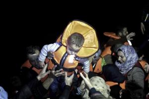 «Υγρός τάφος» η Μεσόγειος – Άλλοι δύο μετανάστες νεκροί – Διασώθηκαν 800 μέσα σε 12 ώρες