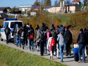 Times: Το πρώτο πράγμα που ζητά ένας πρόσφυγας δεν είναι νερό και τροφή, αλλά wi-fi