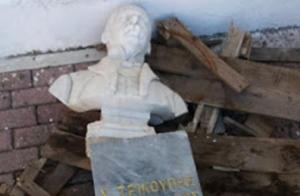 Μεσολόγγι: Ψάχνουν τους άγνωστους που προκάλεσαν ζημιές στην προτομή του Χ. Τρικούπη