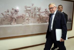 Ρέγκλινγκ: Η Ελλάδα θα έχει εποπτεία για πολλά χρόνια ακόμα