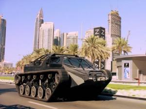 Ένα απίθανο τανκ με επιδόσεις supercar! [vid]