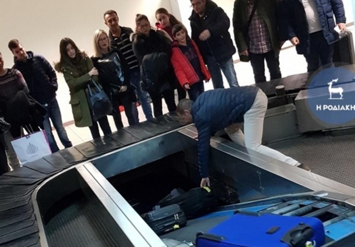 Ρόδος: Περιπέτεια μετά την προσγείωση του αεροπλάνου – Οι εικόνες που έκαναν έξω φρενών τους επιβάτες [pics]