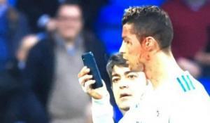 Ρονάλντο: Μόνο αυτός! Ζήτησε κινητό για δει το τραυματισμένο πρόσωπο του [vids]