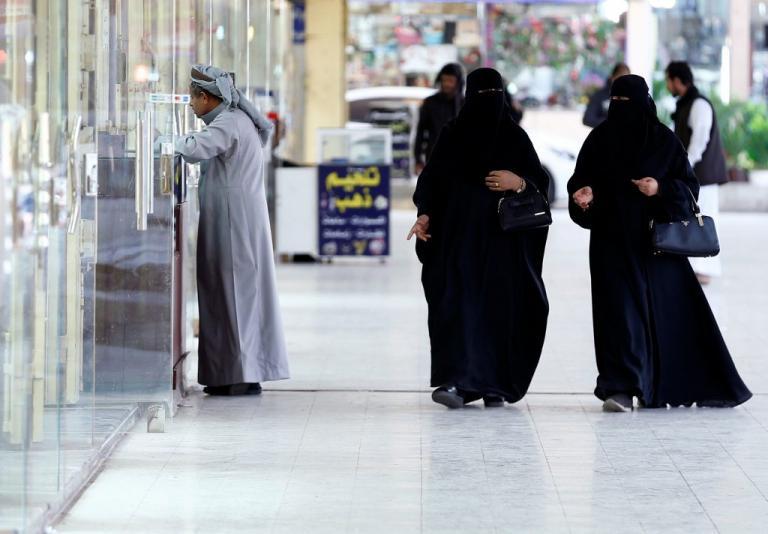 Σαουδική Αραβία: Αφήνουν τις γυναίκες να βλέπουν μπάλα! | Newsit.gr
