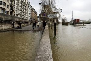 Παρίσι: Ο Σηκουάνας ξεχείλισε – Τα νερά έχουν κατακλύσει τα πάντα