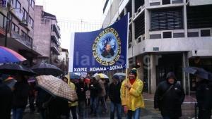 Κι όμως συνέβη! 500 οπαδοί του Σώρρα διαδήλωσαν στο κέντρο της Λάρισας [vids]