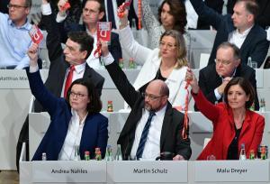 Γερμανία: Τους έπεισε ο… Τσίπρας! Ναι του SPD στον «μεγάλο συνασπισμό» με τη Μέρκελ