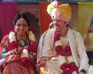 Κρήτη: Ντύθηκε γαμπρός ο Λεωνίδας Ξυλούρης – Η νύφη από την Ινδία και ο γάμος σε σκηνικό Bollywood [pics]