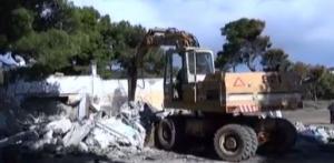 Γκρεμίζουν ταβέρνες στον Σχινιά – Πέντε κτήρια θα κατεδαφιστούν