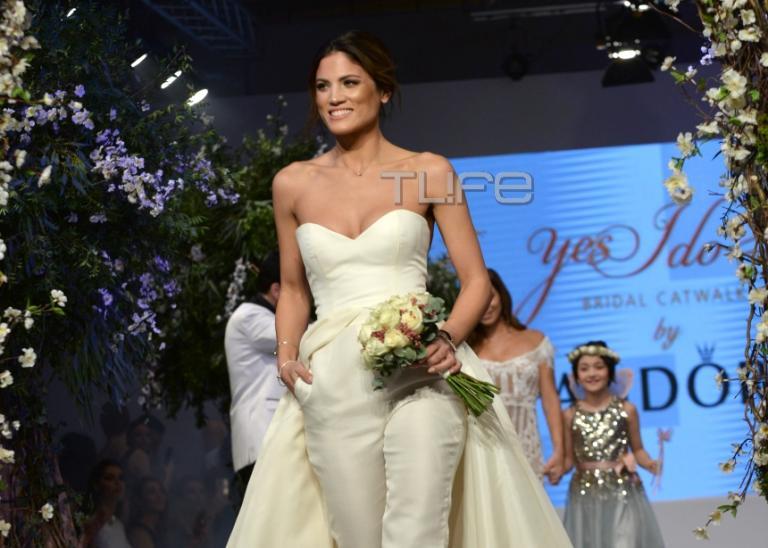 Μαίρη Συνατσάκη: Στην πασαρέλα με νυφικό του Βασίλη Ζούλια! [pics] | Newsit.gr