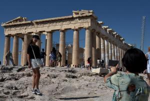 Στάση εργασίας των αρχαιοφυλάκων το Μεγάλο Σάββατο