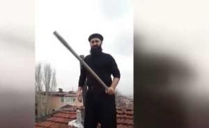 Τούρκος ανέβηκε στην σκεπή και περίμενε με ρόπαλο τον Άγιο Βασίλη