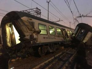 Εκτροχιάστηκε τρένο στο Μιλάνο – Τουλάχιστον 4 νεκροί και πάνω από 100 τραυματίες