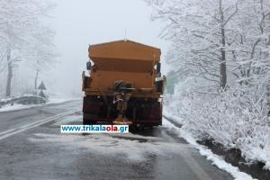 Καιρός: Σφοδρή χιονόπτωση σαρώνει τη βόρεια Ελλάδα! «Γυαλί» οι δρόμοι και διακοπές κυκλοφορίας