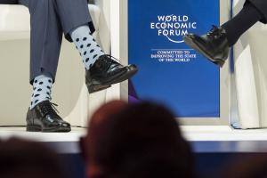 Νταβός: Πρωθυπουργός… τρέλανε τους πάντες με αυτές τις κάλτσες! [pics]