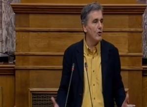 «Χείμαρρος» ο Τσακαλώτος στην Βουλή για το πολυνομοσχέδιο και… φινάλε στα αγγλικά