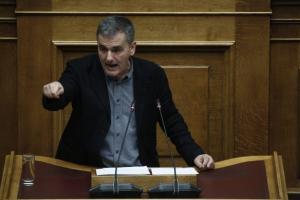 Τσακαλώτος στο Reuters: Καθαρή έξοδος και συζητήσεις για ελάφρυνση χρέους