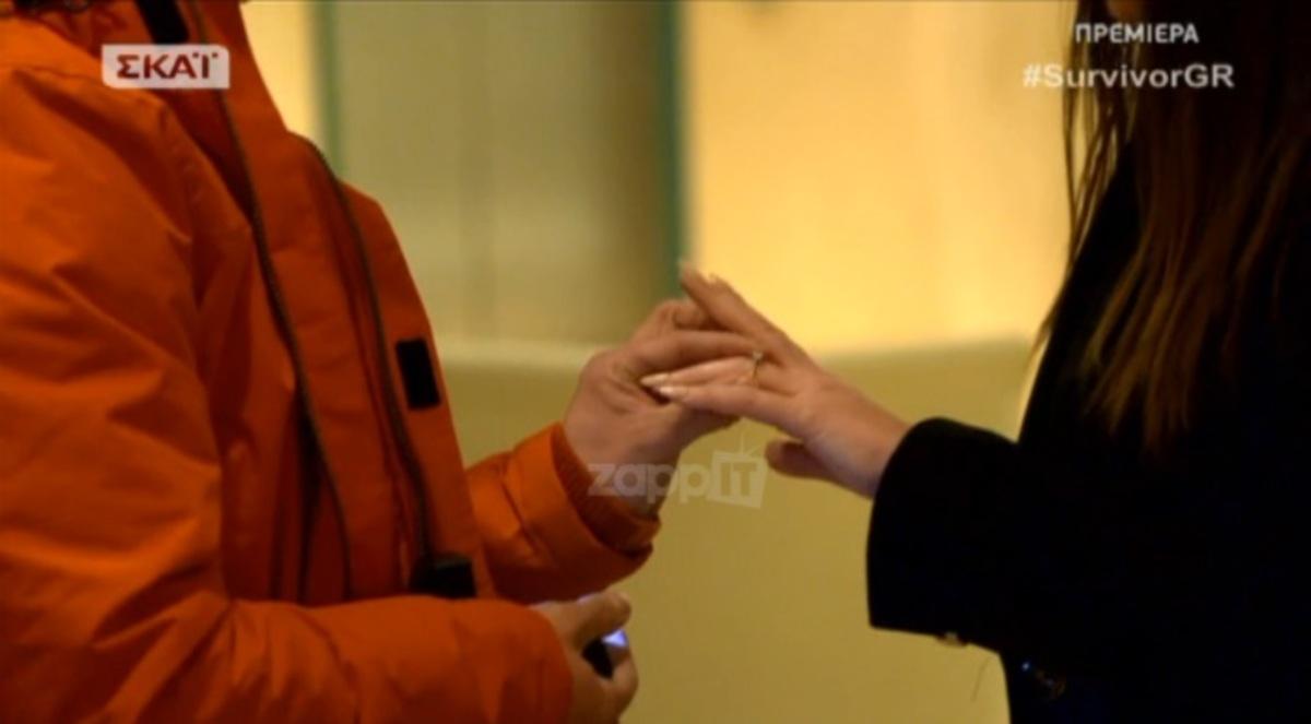 Survivor: Της έκανε πρόταση γάμου πριν αναχωρήσει για τον Άγιο Δομίνικο! Ο παίκτης των «Διασήμων» γονάτισε μπροστά στην κοπέλα του… | Newsit.gr