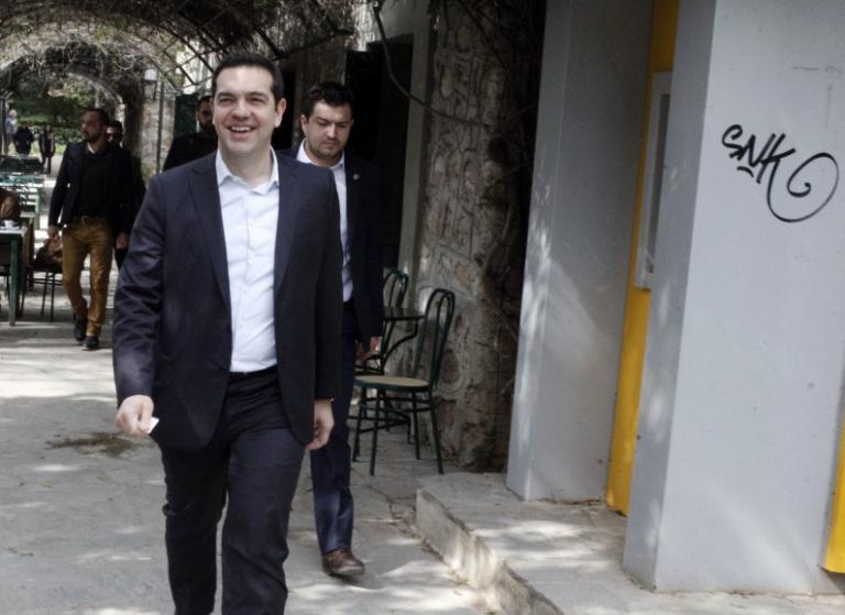 Νταβός: «Λαχανιασμένος» έφτασε ο Τσίπρας στην σύνοδο – Περπάτησε 2 χιλιόμετρα μέσα στο χιόνι! | Newsit.gr