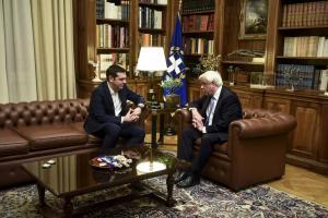 Ο Τσίπρας ενημέρωσε τον Παυλόπουλο για το Σκοπιανό