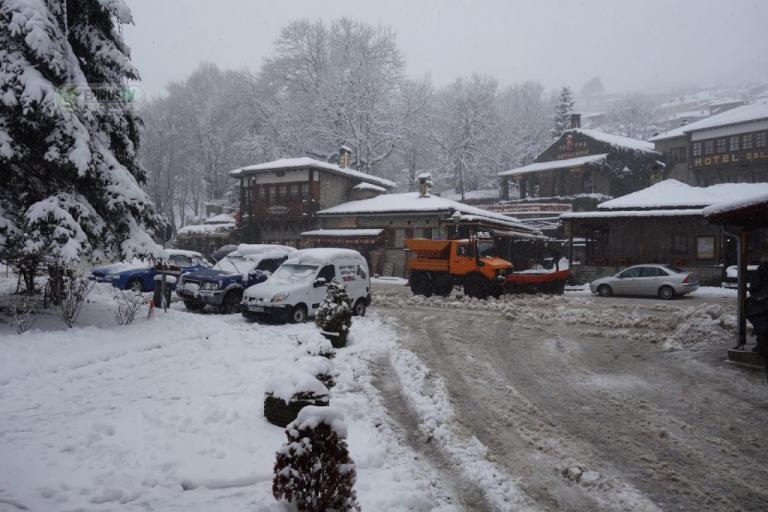 Χιονιάς σαρώνει τη χώρα! Ποιες περιοχές ντύθηκαν στα λευκά – Πού υπάρχουν προβλήματα [pics, vid] | Newsit.gr