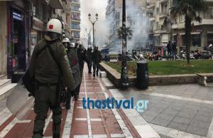 Συλλαλητήριο για τη Μακεδονία: «Μάχη» χρυσαυγιτών – ΜΑΤ στην πλατεία Ναβαρίνου