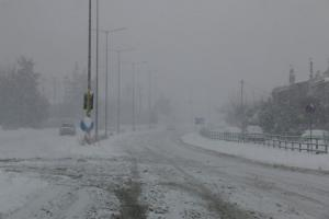 Καιρός: «Πνίγεται» στα χιόνια και στις βροχές η Ελλάδα – Ποιες περιοχές «σαρώνει» η κακοκαιρία