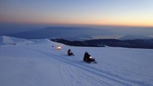 Θρίλερ στο Καϊμακτσαλάν: Εντοπίστηκαν σε χαράδρα οι δυο ορειβάτες