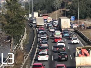 Θεσσαλονίκη: Κυκλοφοριακό χάος στον Περιφερειακό – Στα όριά τους οι «παγιδευμένοι» οδηγοί [pics, vid]