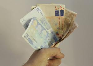 Κρήτη: Έκρυβε τα λεφτά στο σουτιέν της – Την «έπιασε» η κάμερα