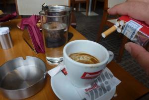 Κοζάνη: Ανάβουν φωτιές τα πρόστιμα για τον αντικαπνιστικό νόμο – Ξεσπάσματα μέσα και έξω από καφετέριες!