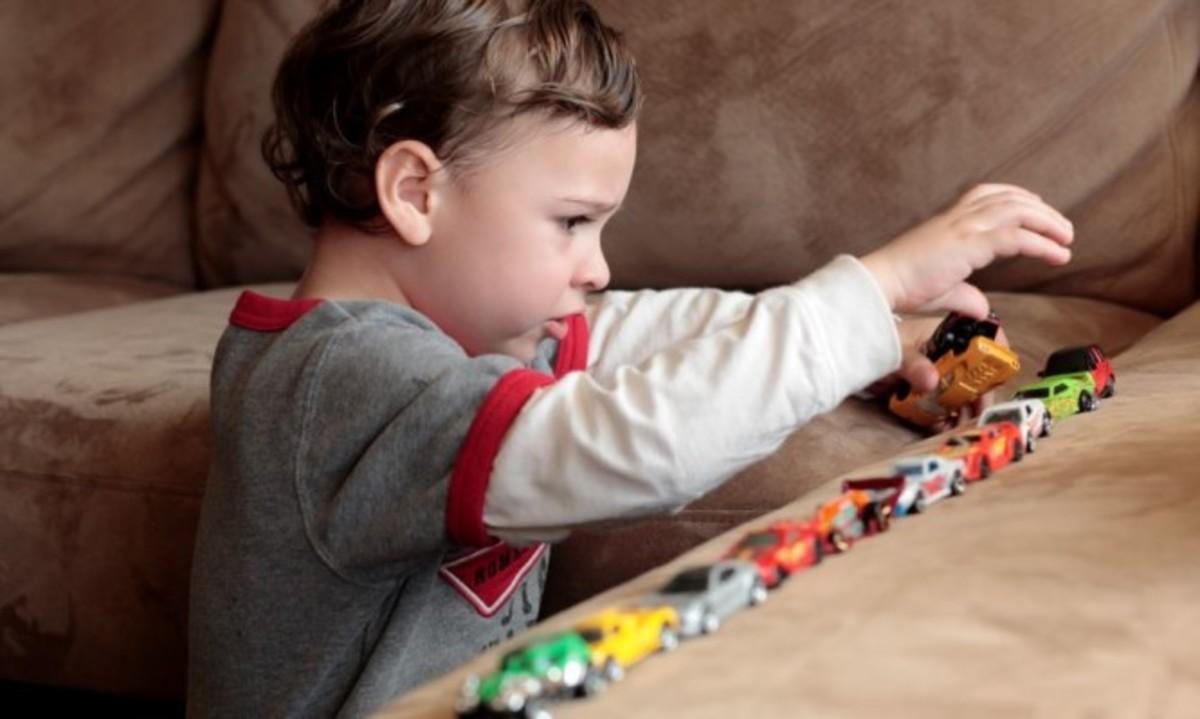 Αυτισμός: Τι συμπτώματα παρουσιάζει ένα παιδί ανάλογα με την ηλικία | Newsit.gr